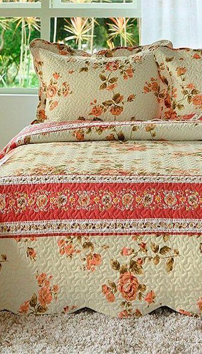 As colcha patchwork são decoradas com lindas estampas e com maciez ao toque. Além disso, elas se adaptam perfeitamente a cama e travesseiros, agregando conforto, beleza e sofisticação no seu ambiente de descanso.