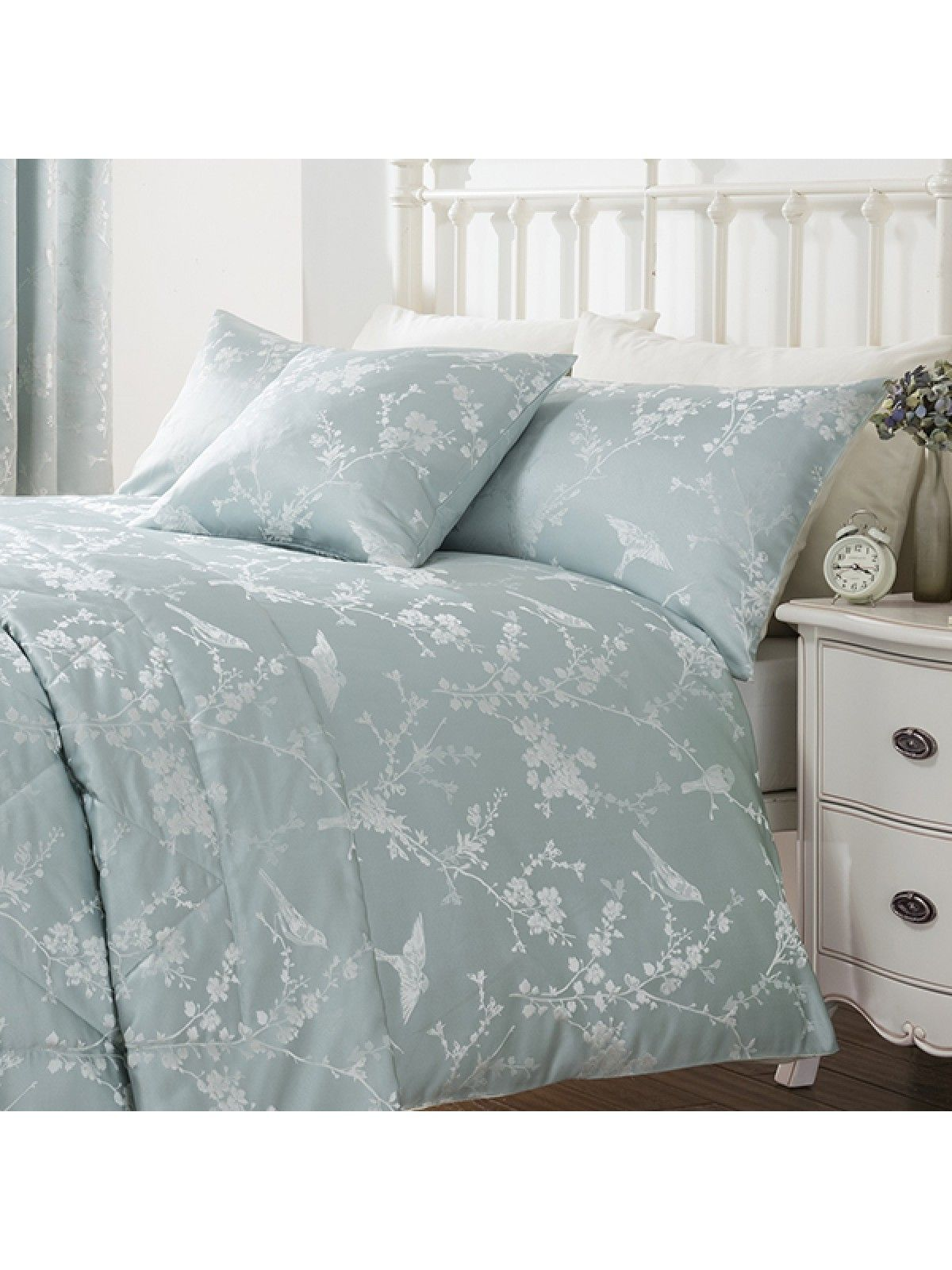Dress Your Room In Understated Elegance With The Finch Jacquard Duvet Set From Our Ponden Home Collection Beautiful Fl And Bird Design On A Cool