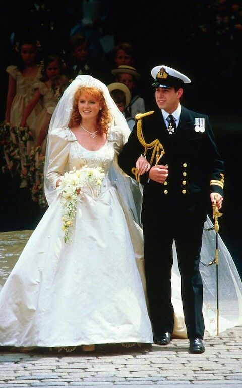 The New Duke And Duchess Of York Leave Westminster Abbey On Their Wedding Day July 23 1986 The Couple Divorced In 1996 But Have Princess Diana Wedding Princess Diana Wedding Dress Diana Wedding Dress