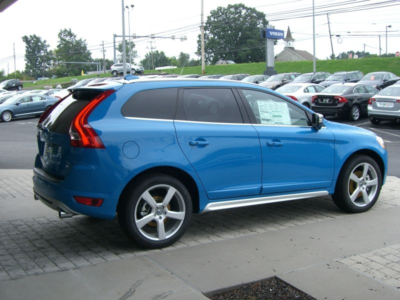 the 2013 xc60 t6 r design in rebel blue paint what do you think we love the color combination. Black Bedroom Furniture Sets. Home Design Ideas