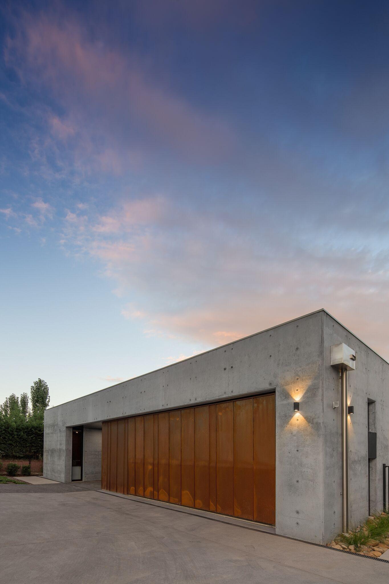 Corten Garage And Concrete More Kubus Haus Architektur Garage Beleuchtung