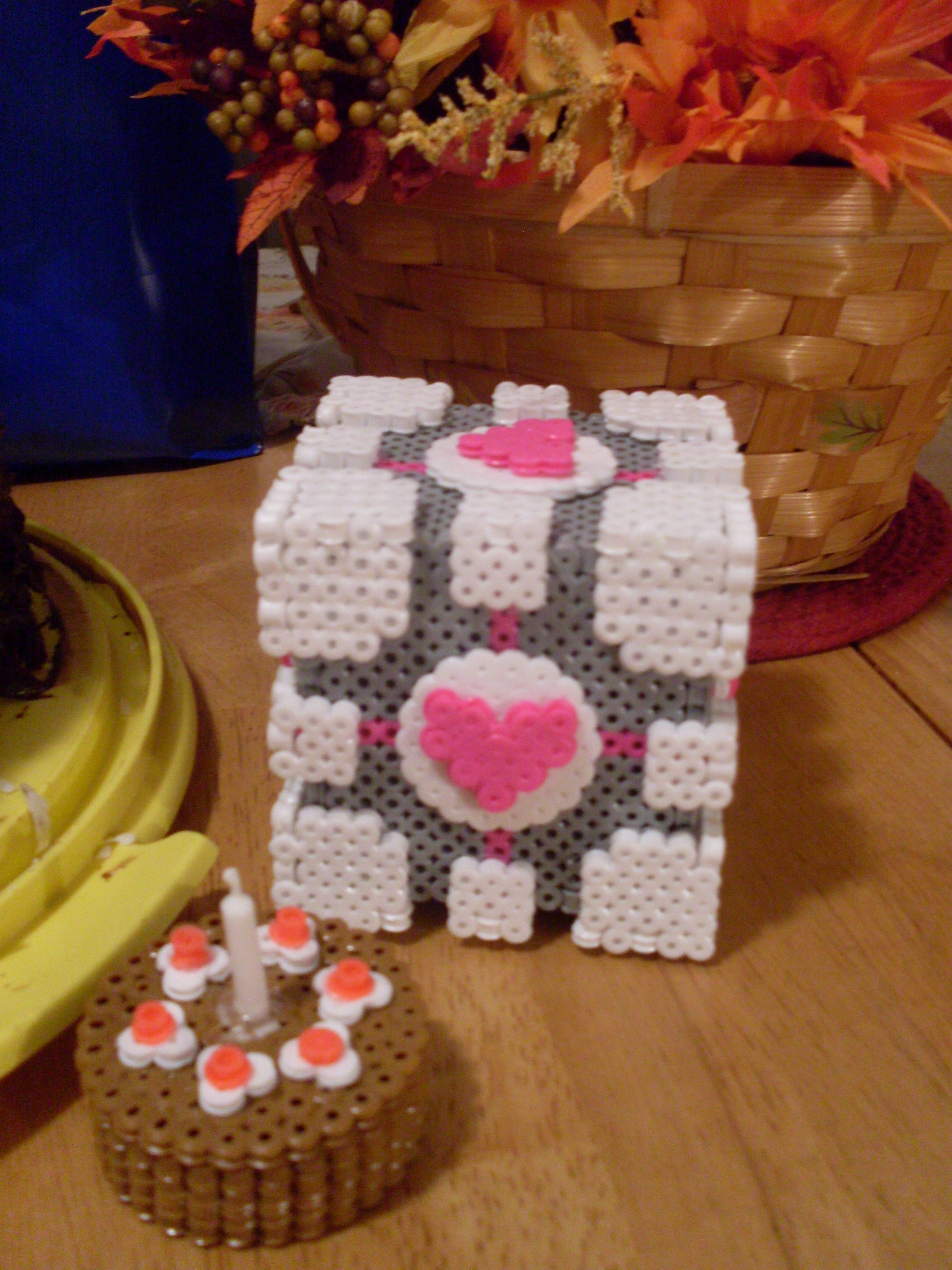 3D Weighted Companion Cube and cake from the portal series