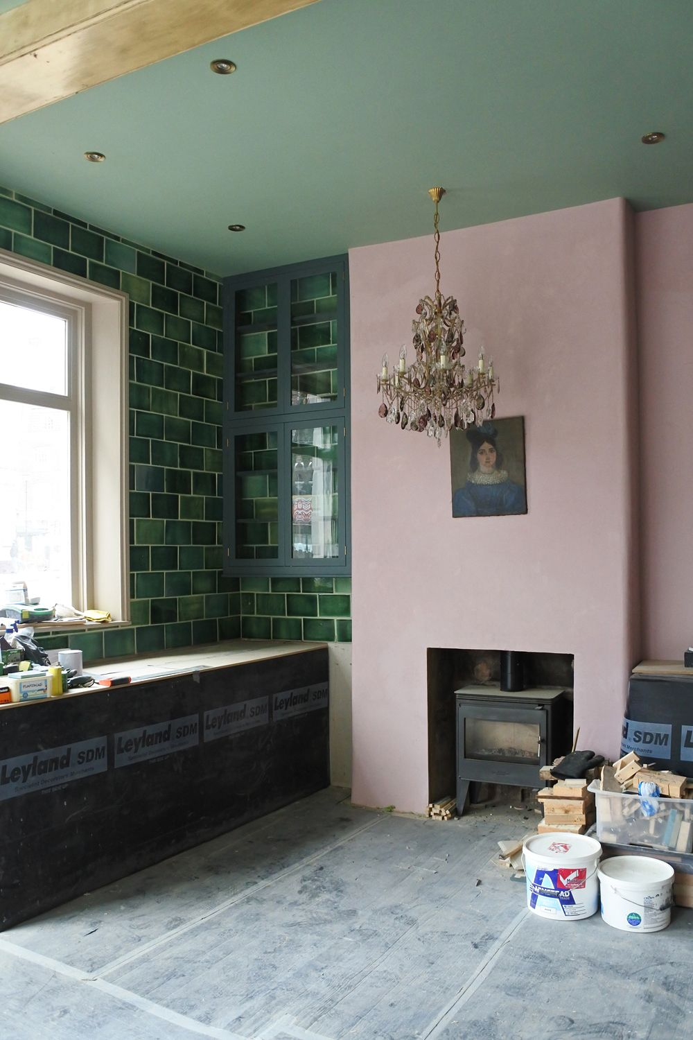 A Beautiful Vintage Chandelier And Pink And Green Walls In Our New London Showroom Pink Kitchen Walls Pink Kitchen Pink Bedroom Walls
