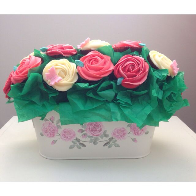 Rose cupcake bouquet/ flower pot: table centerpiece for Mother\'s Day ...