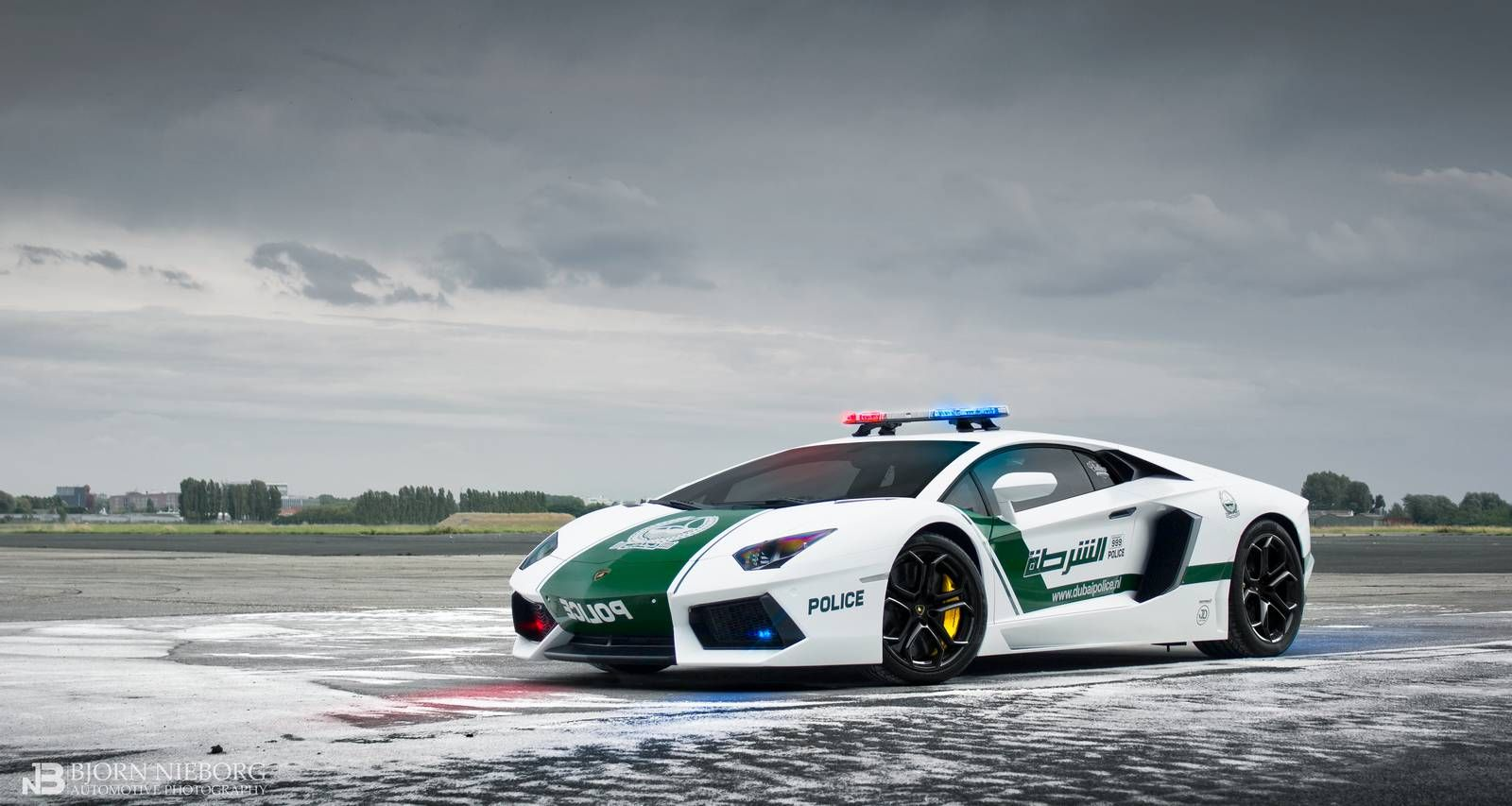 Take A Look At The World S Fastest Police Fleet Dubai Http Www Motorverso Com P 11206 Super Cars Police Cars Police