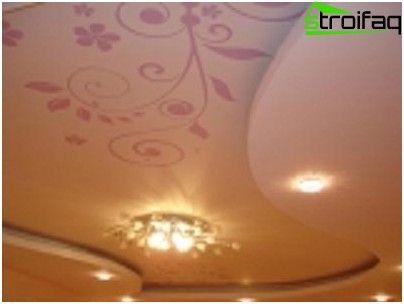 Viacúrovňová strop sadrokartón v spálni