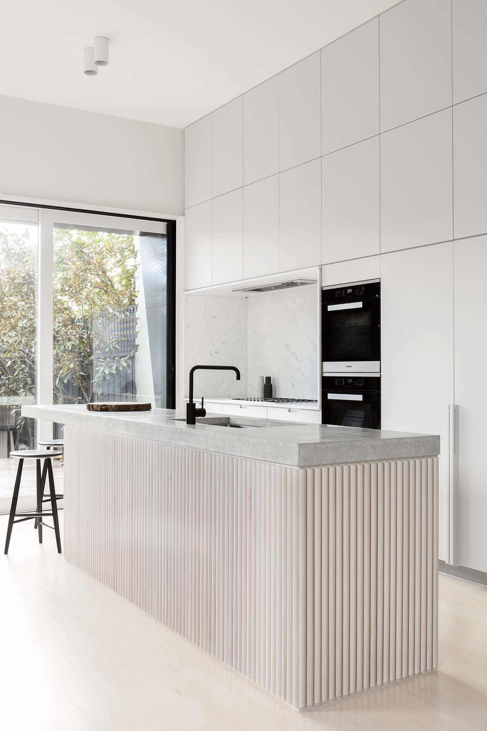 These Kitchens Are the Secret to Warm Minimalism | Arquitectura ...