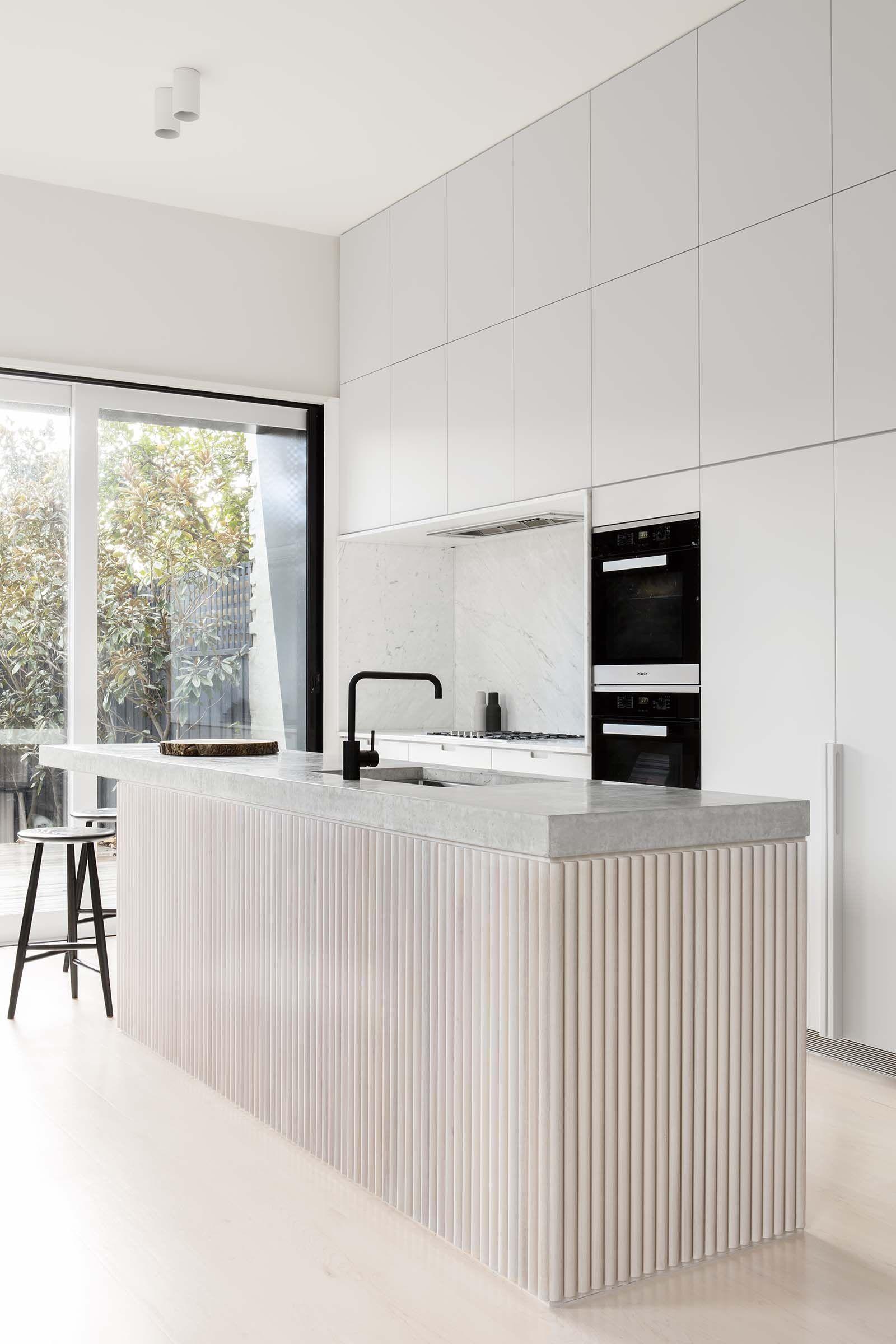Minimalist Kitchens That Strike The Perfect Warm Balance