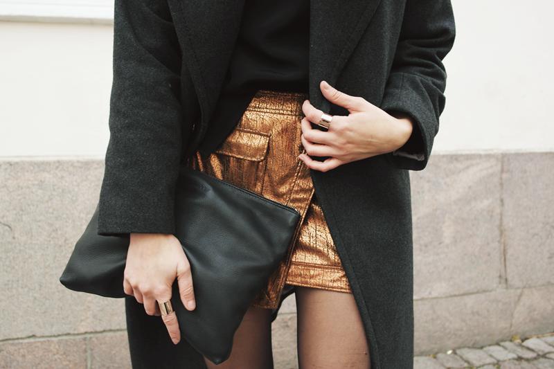 Metallic skirt outfit http://lackofcolour-millak.blogspot.fi/