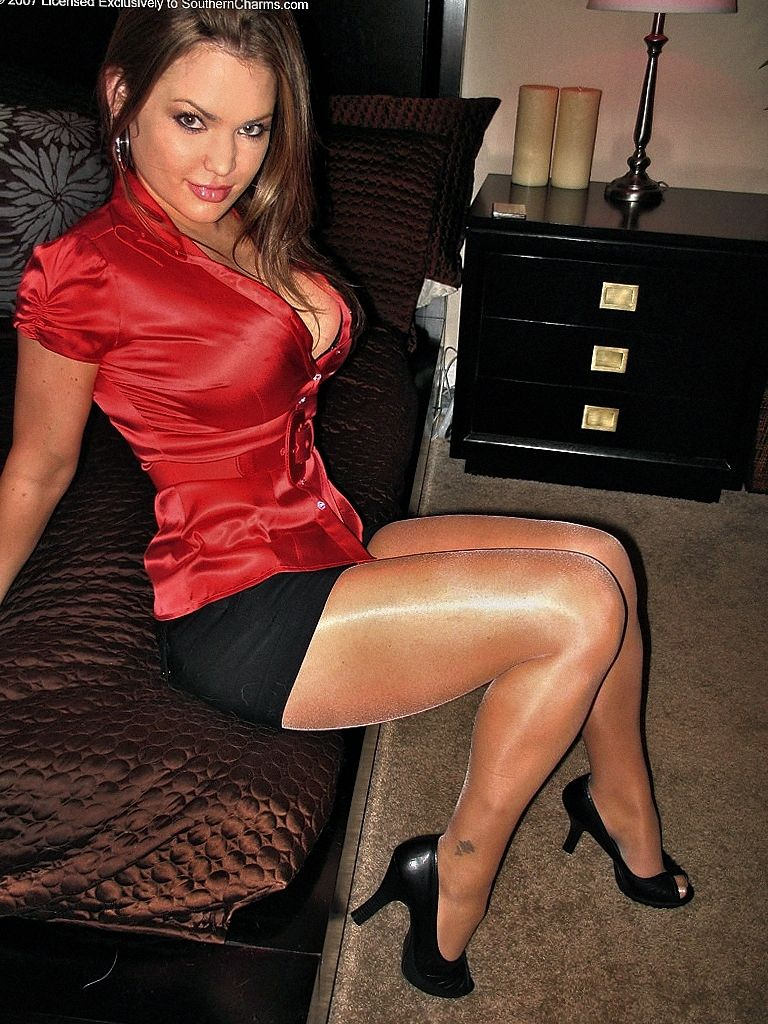 Skin tight pantyhose