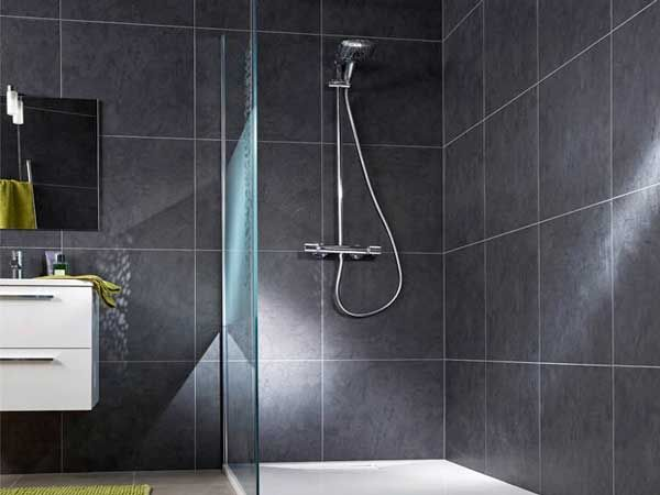 Lambris pvc le rev tement mural et plafond d co douche italienne bathroom deco et home - Revetement mural pvc salle de bain ...