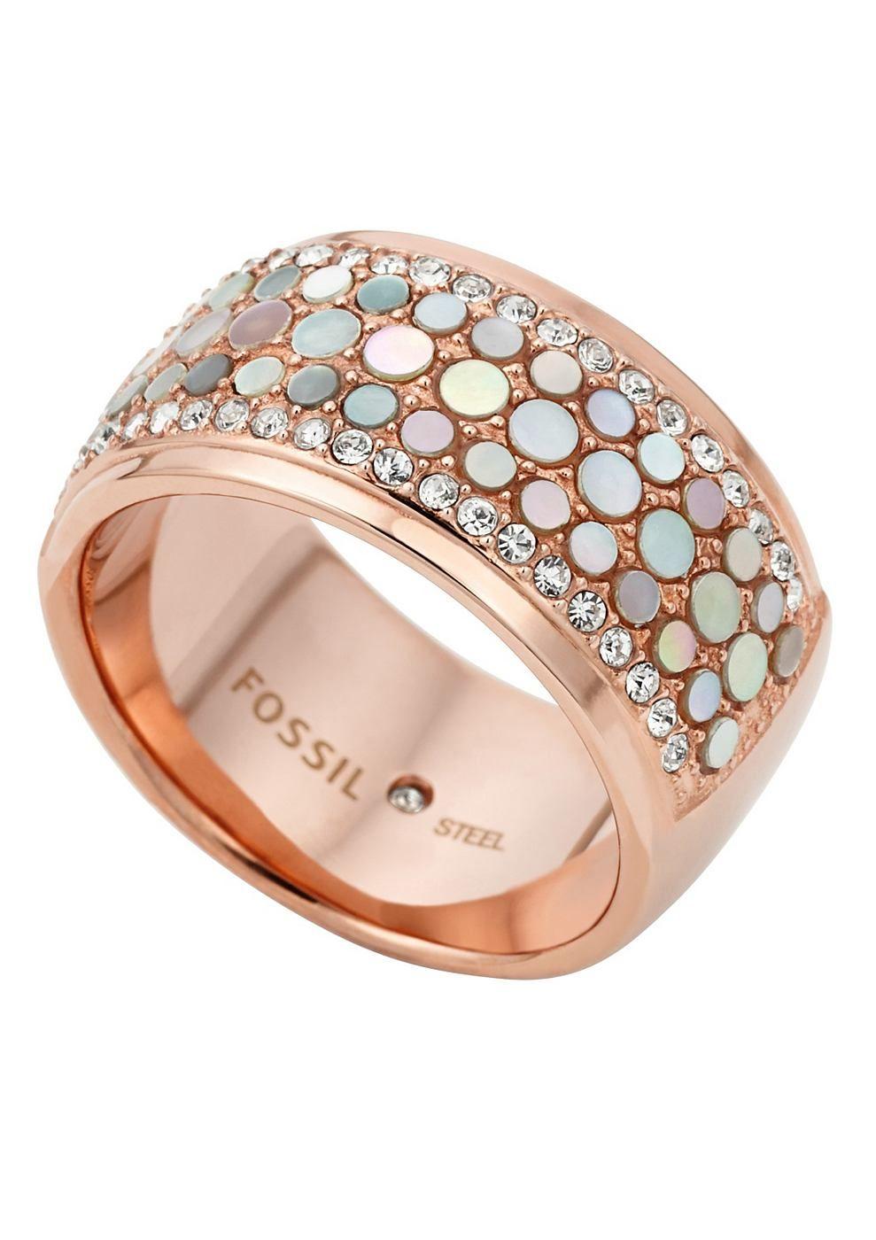 Ring, »JF01742791«, Fossil. Einfach schick! Dezente Highlights zeichnen dieses Schmuckstück aus poliertem, roségoldfarben IP-beschichtetem Edelstahl aus. Schimmernder Perlmutt und funkelnde Glassteine verleihen dem Design eine glamouröse Note. Der Ring hat eine Breite von ca. 11 mm. Die Ringschiene wird im Innenbereich von einem funkelnden Zirkonia (synth.) geziert. Lieferung in einer Fossil-Ve...