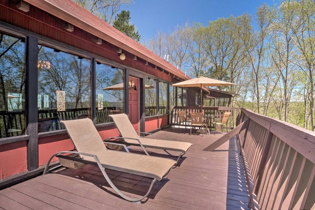 Lodge with pool in KY; 280 / night; Entire home/apt in