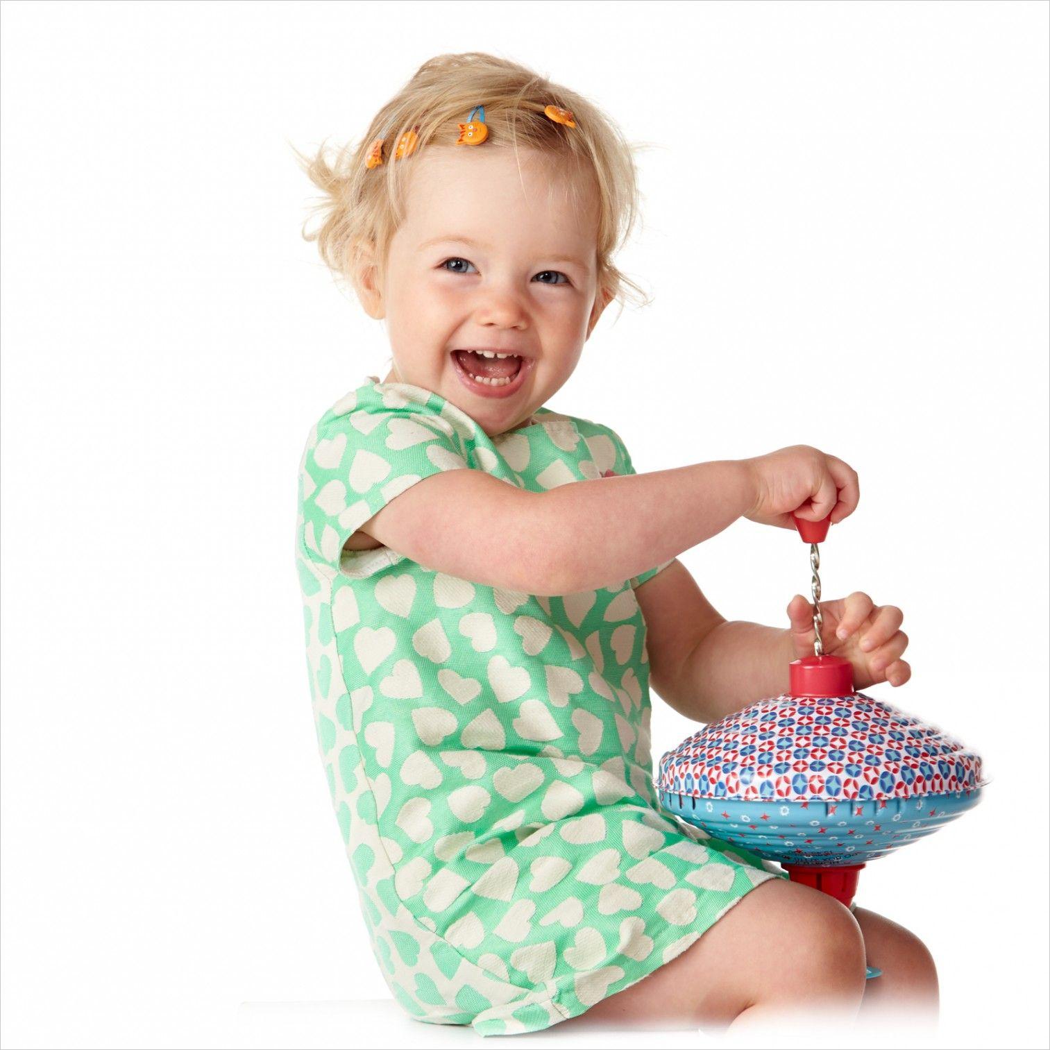 De tol een heel plezant speelgoedje. #tol #kinder #fotografie #kinderfotografie #kinderfotograafpatrick #kleur