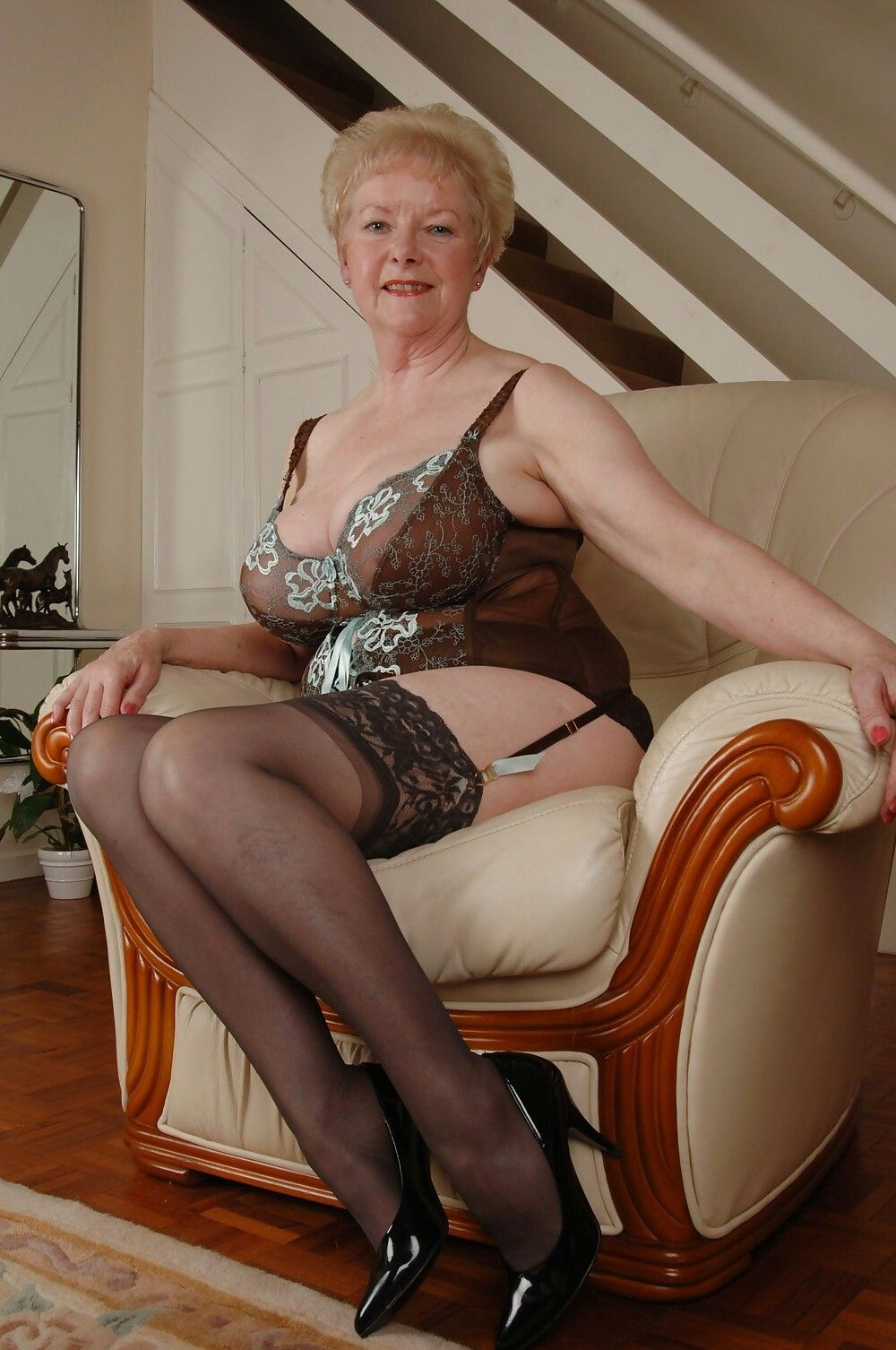 ping-sink-mature-lady-spies-younger