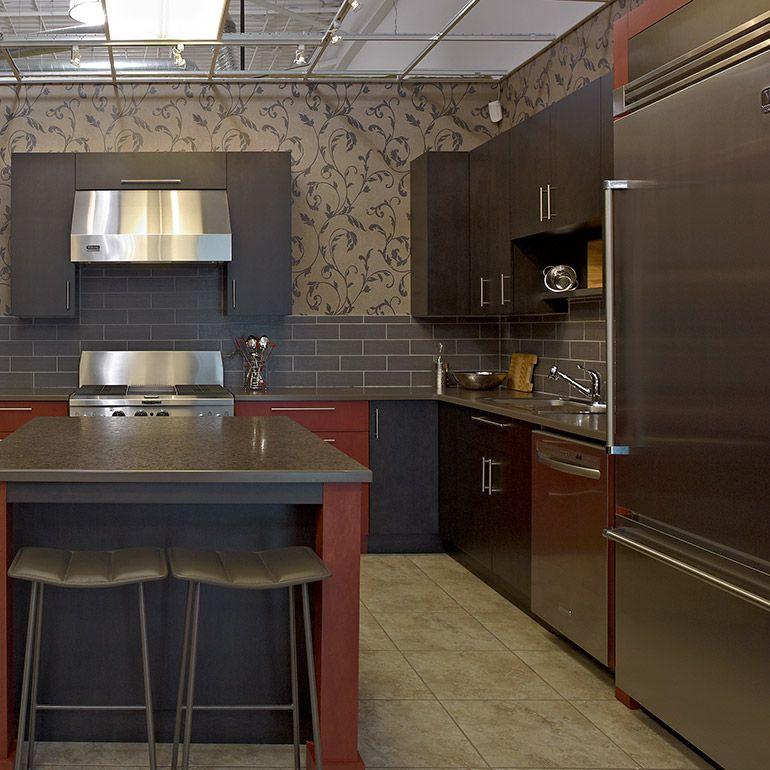 cuisine contemporaine deux teintes et comptoirs de stratifie