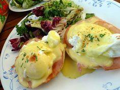 Huevos benedictinos para un desayuno delicioso y sofisticado