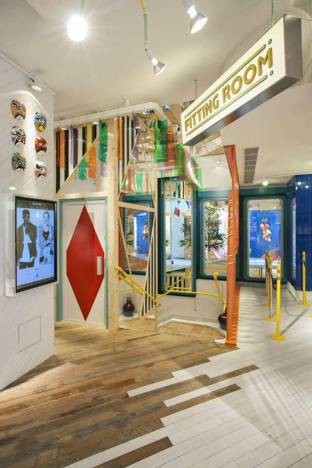 Tienda pull bear en portal del ngel barcelona for Diseno de interiores locales comerciales