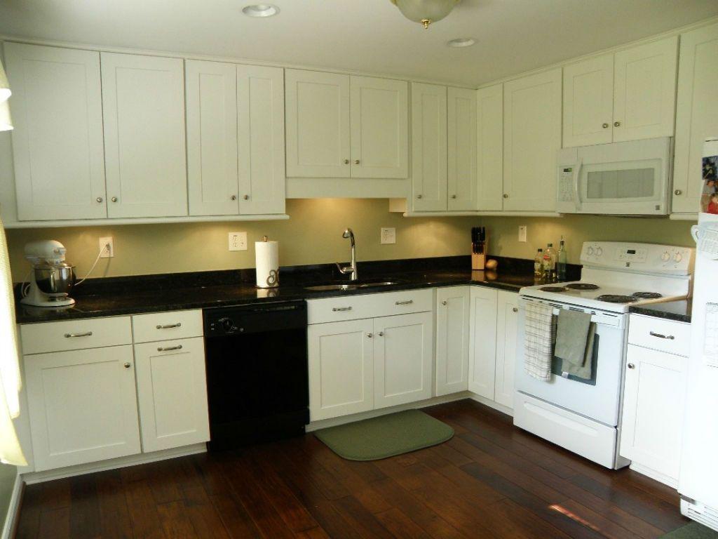 Küchenideen l geformtes design  kreative alltäglich weiße beadboard küche kabinett türen