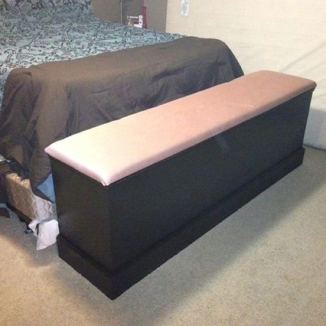 seating bench at the end of the bed with hamper storage inside diy crafts pinterest. Black Bedroom Furniture Sets. Home Design Ideas