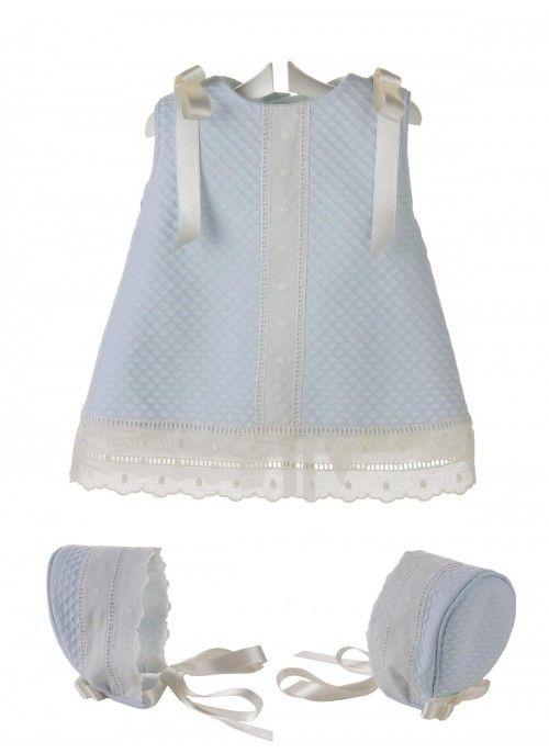 Vestido y capota para bebé de piqué y entredos de batista beige ... 025fa4c75e7