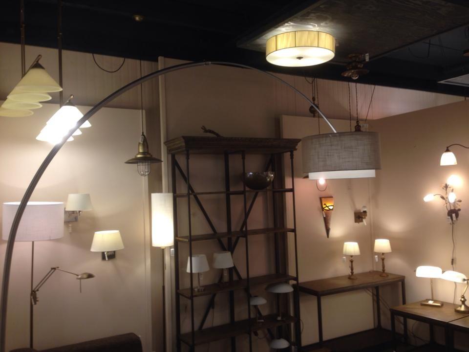 Showroom Winkel Landelijke Hanglampen Tafellampen Wandlampen En Grote Booglamp Xxl Met Dubbele Kap Keuze Uit Meer Da Booglamp Verlichting Eettafel Stoelen