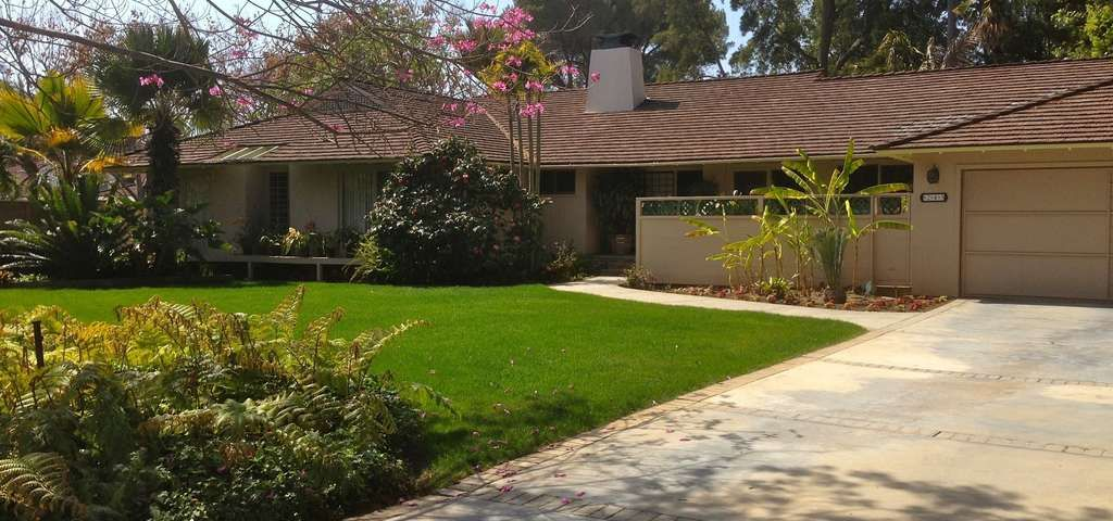 The Golden Girls House Is A TV Filming Location In Los Angeles. Plan Your  Road Trip To The Golden Girls House In CA With Roadtrippers.