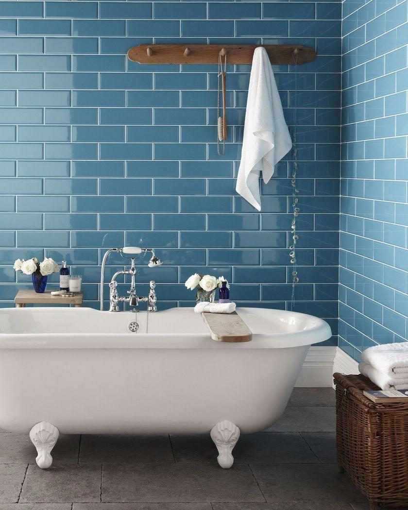Salle De Bain Deco Carrelage Metro Bleu Blanc Bois Bathroomtiles Salle De Bain Blanche Et Bois Salle De Bain Et Interieur Salle De Bain
