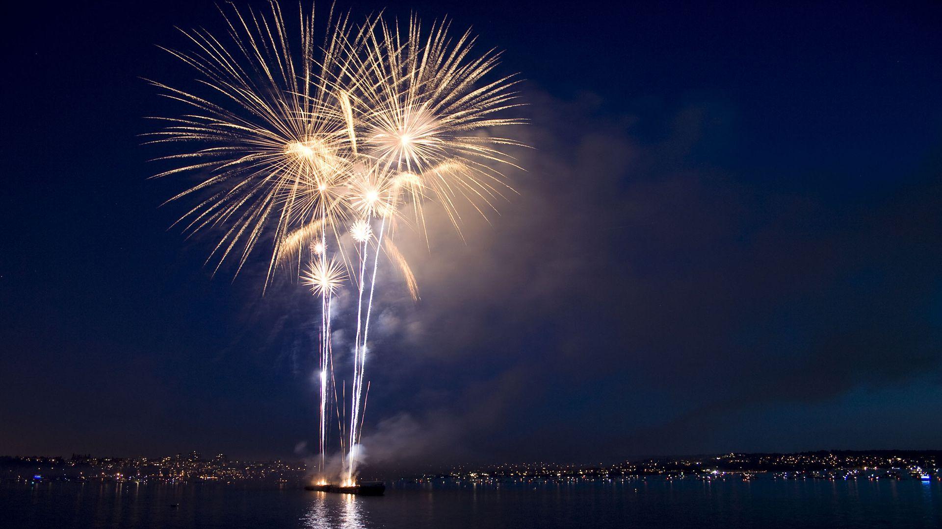 Lighting Fireworks Fireworks Wallpaper Happy New Year Wallpaper New Year Wallpaper