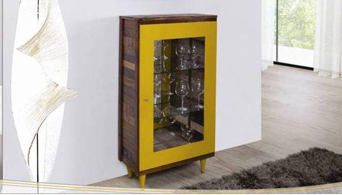 Cristaleira em madeira de demolição, acabamento da porta e pés em laca, espelho no fundo interno e duas prateleiras de vidro. Linda! Ref: CR-01. Medidas: 65 x 135 x 30 cm. http://www.moradamoveis.com/