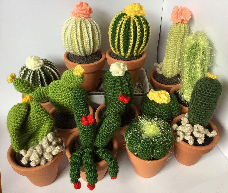 Große Gehäkelte Kaktus mit Blumen, 7,5 cm 8 cm Keramik Topf, gefälschte Pflanze für Hauptdekoration, Amigurumi verschiedenen Größen und Farben