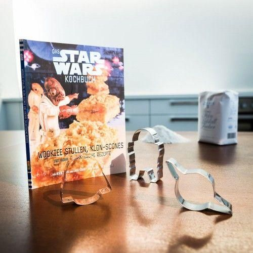 Das Star Wars Koch- und Backbuch ist ein schönes Geschenk für Hobbyköche, Star Wars Fans und vor allem für Kinder. Dies wird zum Familienereignis.