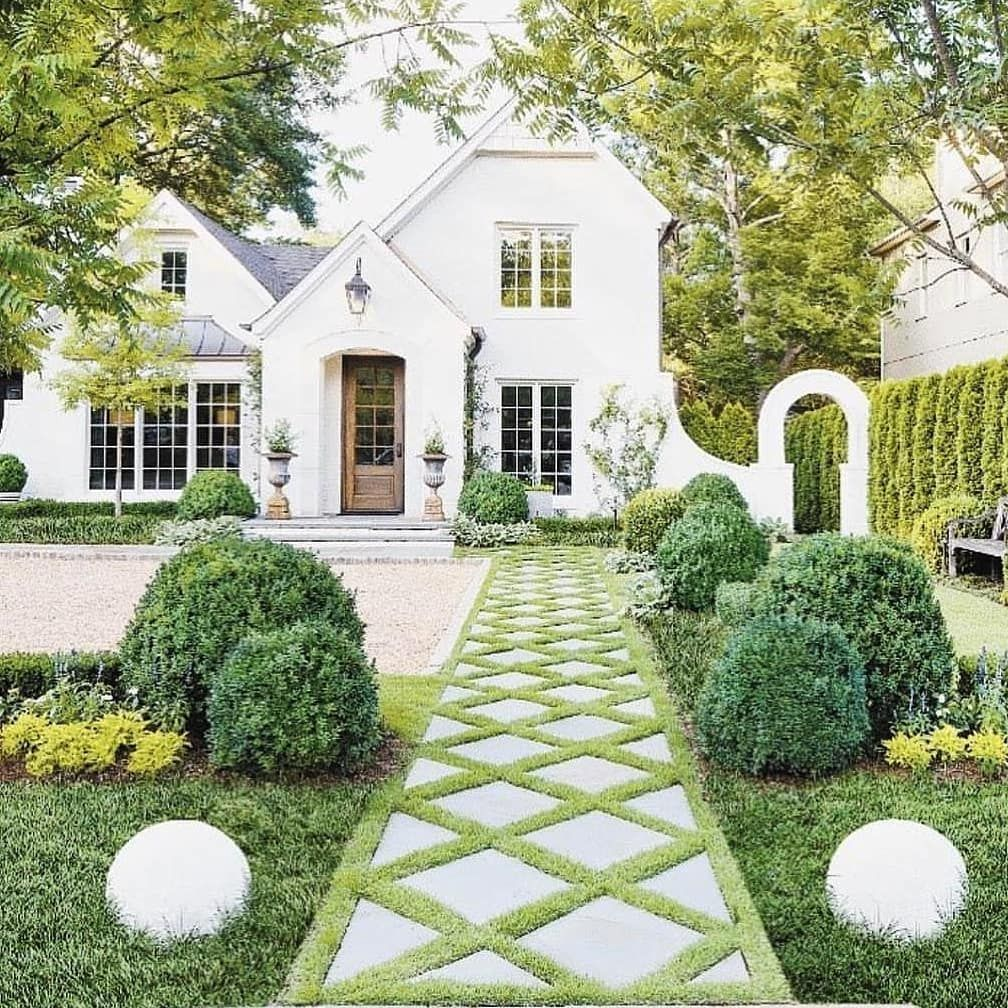 Talk About Making An Entrance Serious Curb Appeal Envy With This Inspiration From Dutch Hi French Style Homes House Exterior Front Porch Ideas Curb Appeal