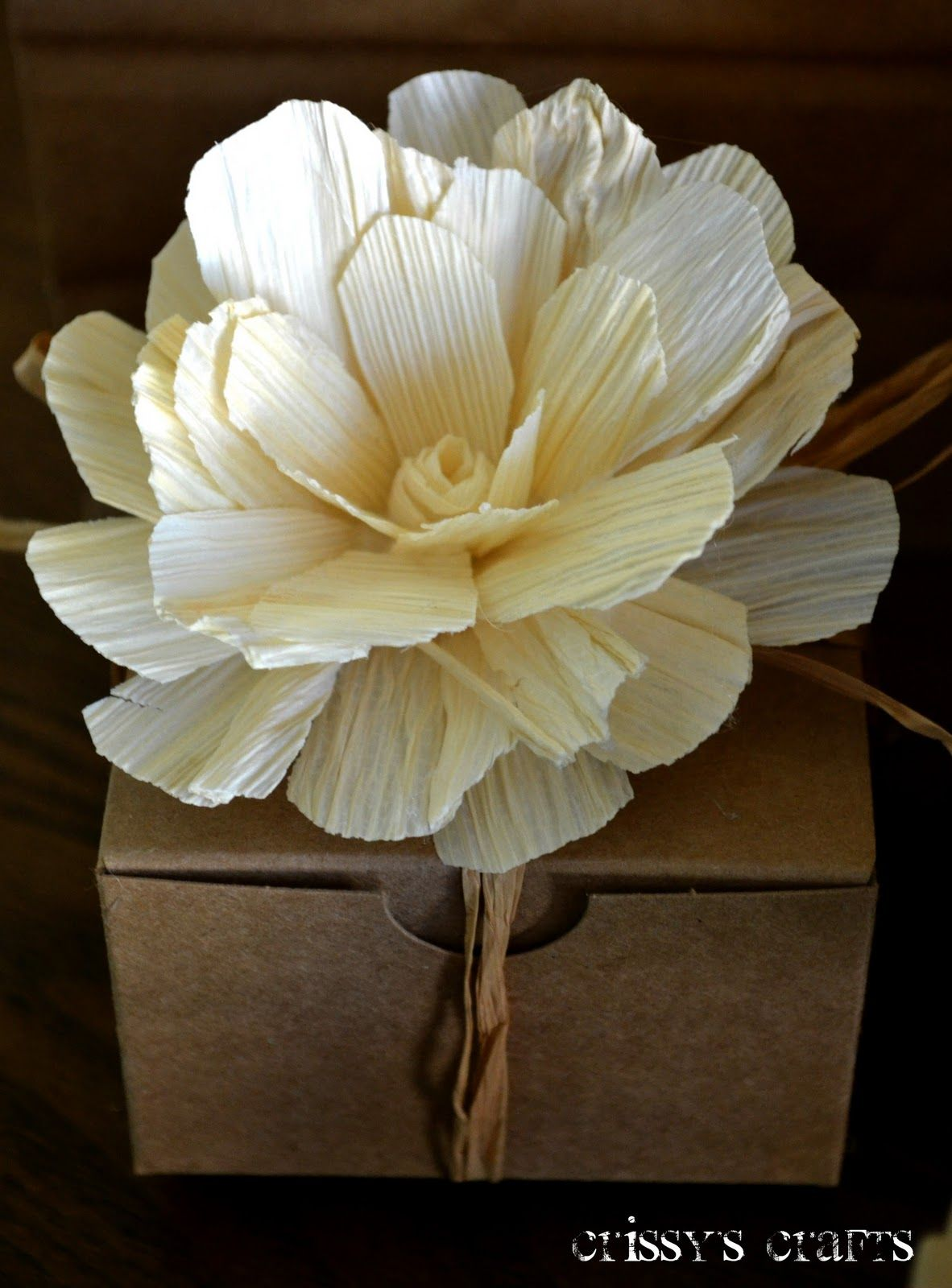 Flowers Made Out Of Corn Husks Flower Crafts Paper Flowers