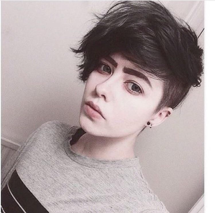 What Is This Hairstyle Called Also If Anyone Could Link A Tutorial On How To Do It That D Be Great Hair Short Hair Styles Hair Styles Androgynous Haircut