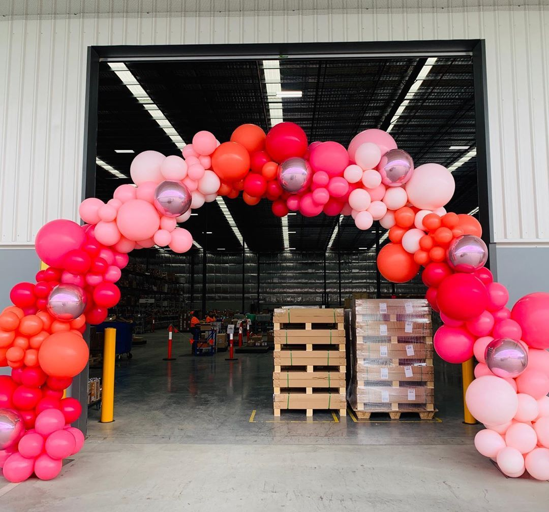 """Belle Balloons on Instagram: """"We love working without Friday at @meccamaxima This warehouse is a girls dream 💕 #balloonarch #corporateevents"""""""