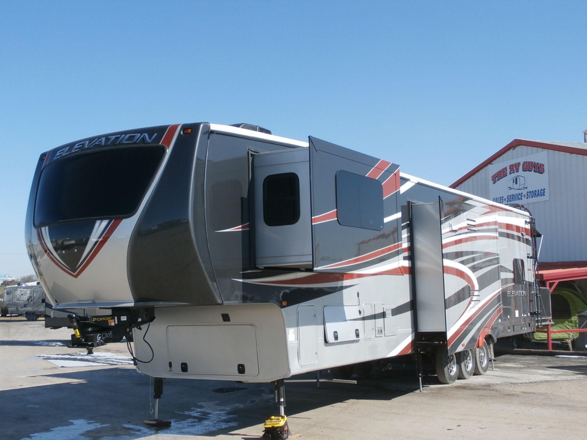 Las Vegas Toy Hauler Fifth wheel campers, Camper living