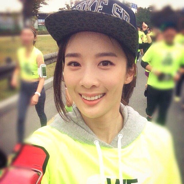 Instagram media by leechungah - 달려라 달려!! 헤헤 #WeRunSeoul #위런서울 내년도 RUN RUN RUN  . . . #이청아 #박지연 #나이키 #마라톤 #다행히 #아직은... 그러나 두려운 내일아침.