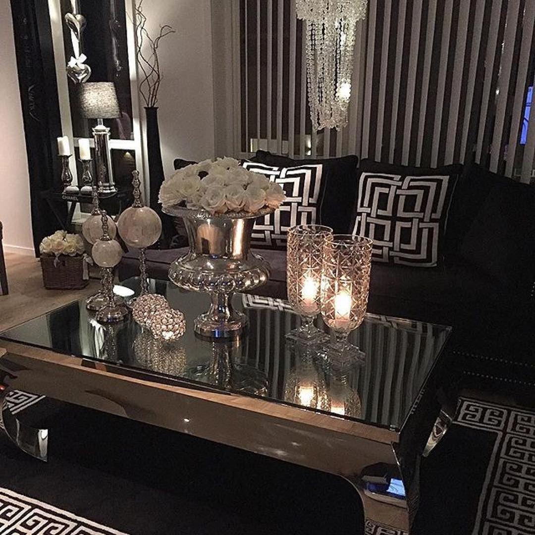 Dette hjemmet er så utrolig nydelig! #Repost @sissel100   #classicliving #home_design68 #crazyimport #cadelldesign #tmdesign #myhome #cozy #vienna140 #salongbord #glam #interior #interiordesign #interior4all #interior125 #interiordecor #love #glam #glamour #elegantehjem #emmainterior1 #vienna140