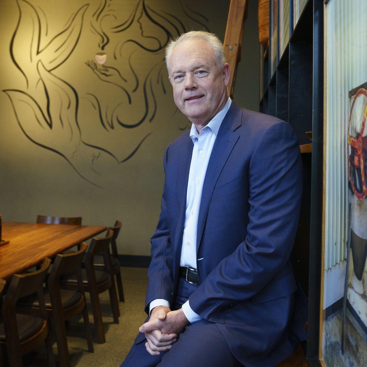 Meet the Starbucks CEO Who Has to Follow Howard Schultz