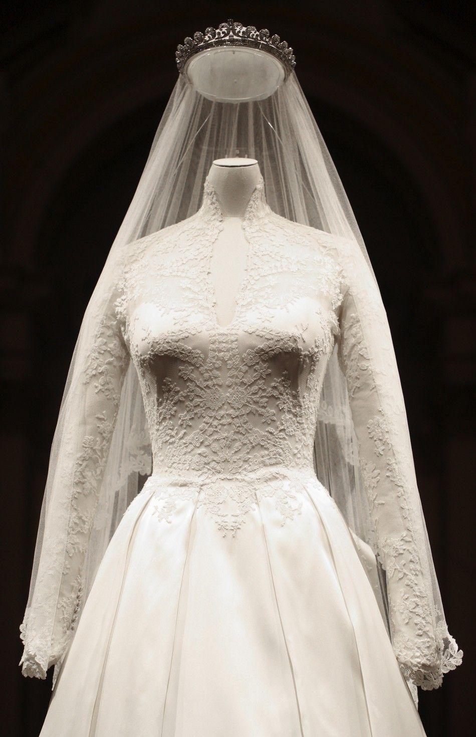 kate middleton's wedding dress on display