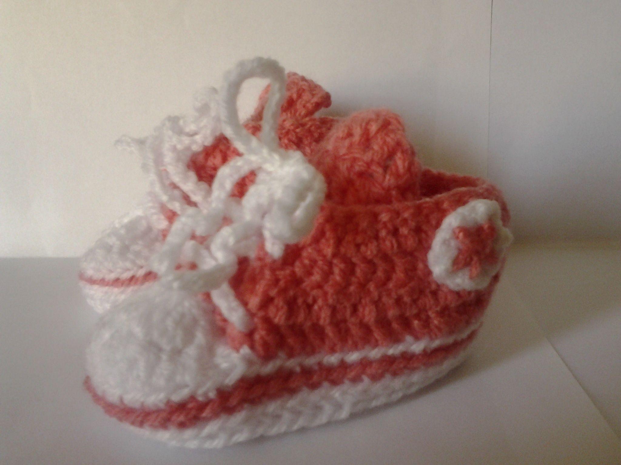 Patucos para la bebé de unos amigos :)