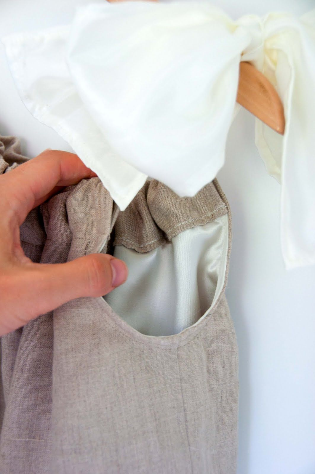 DOUBLE LAYER PILLOWCASE DRESS TUTORIAL & DOUBLE LAYER PILLOWCASE DRESS TUTORIAL | Sewing / DIY / Kids and ... pillowsntoast.com
