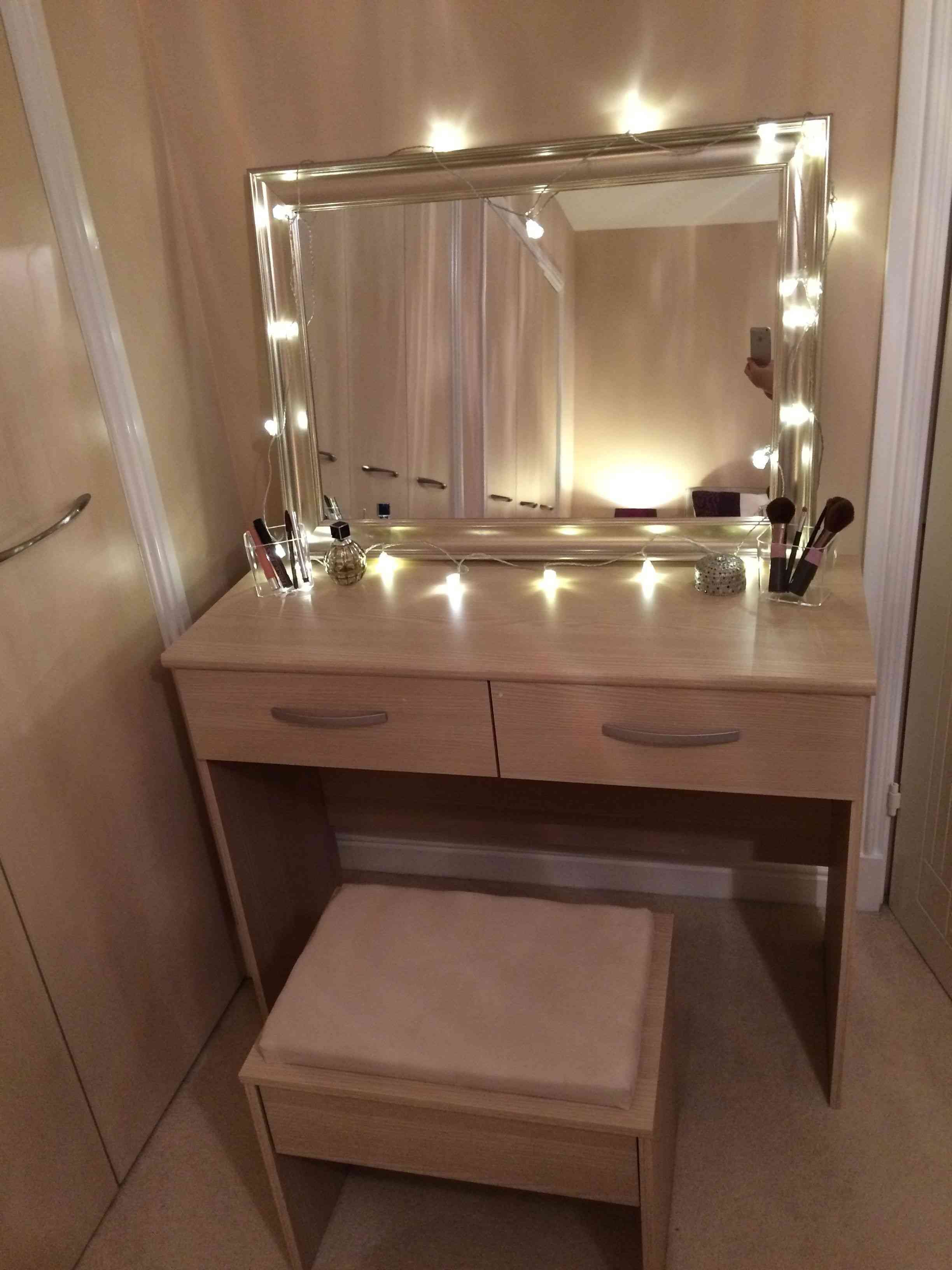 14 Luxury Dressing Table With Some Extra Mirrors Paijo Network Bedroom Vanity With Lights Bedroom Vanity Set Small Bathroom Mirrors