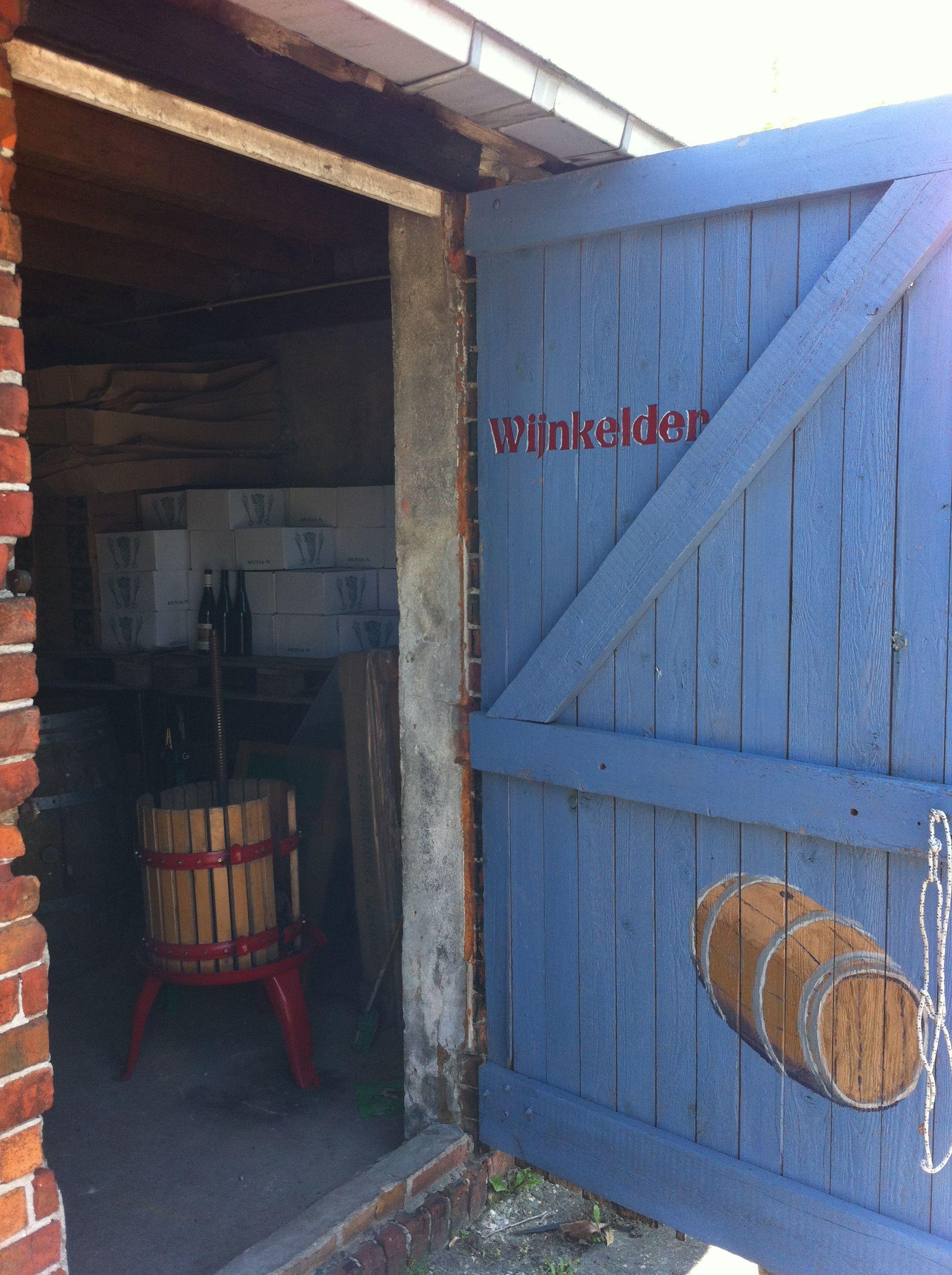 Wijnkelder van Wijngaard Dassemus | Wijngaard - Home Decor ...