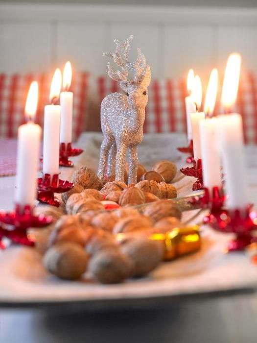 Beautiful Christmas Table Decor,a good idea for using all my candle holders.