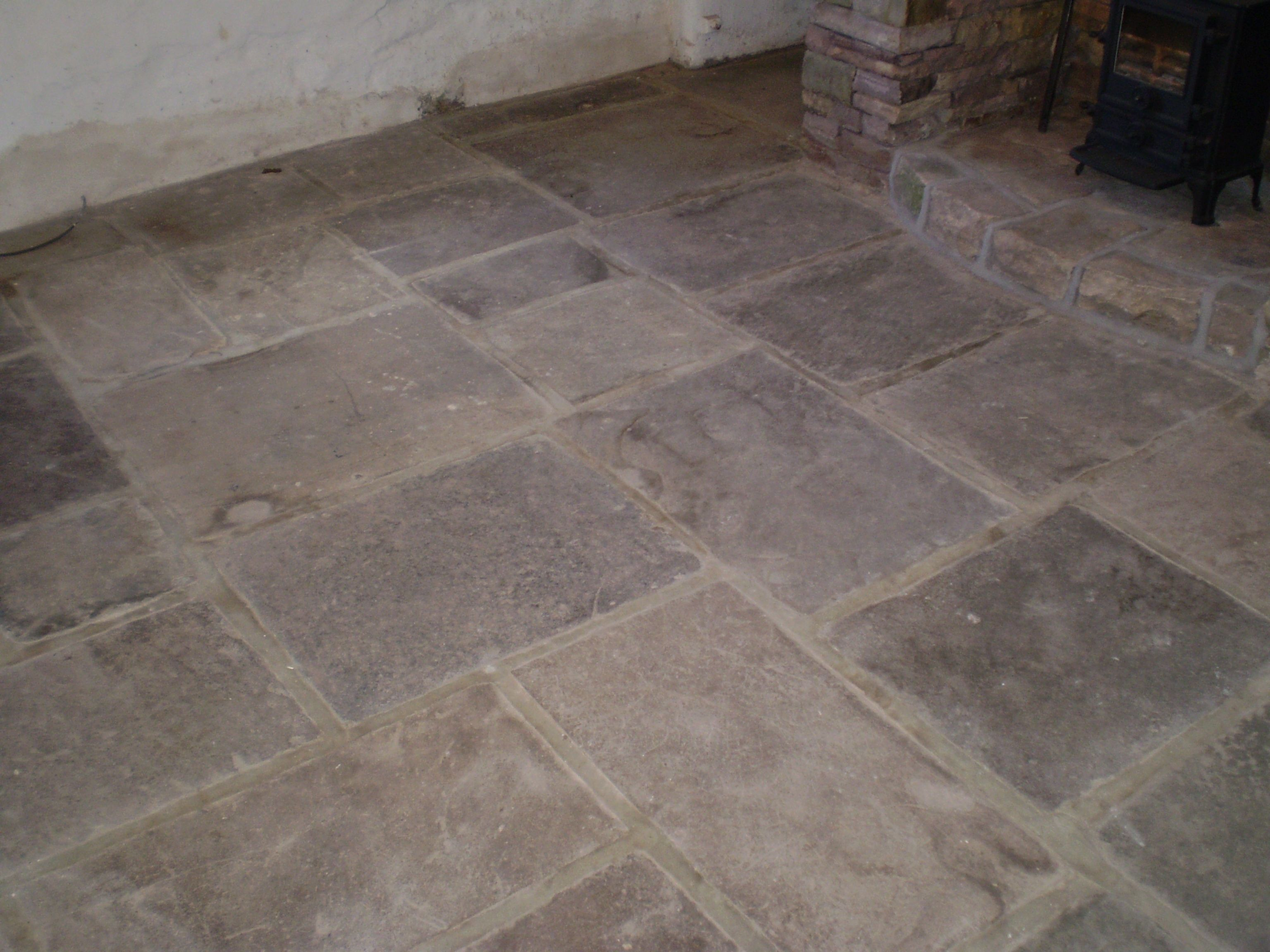 Natural stone flagged flooring internal stone features for Country cottage floor tiles