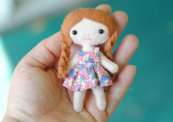 These Adorable DIY Mini Felt Dolls Will Become Favourite Playmates! #dollmaking