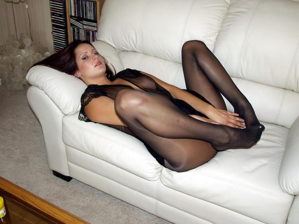 nude-hot-girls-in-black-pantyhose