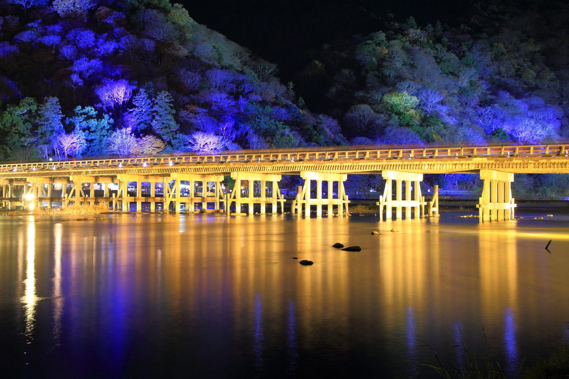嵐山花灯路 渡月橋と保津川 冬を彩る幻想的なライトアップ